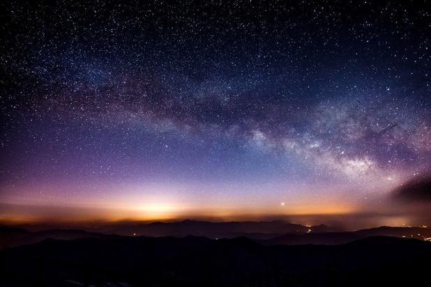 """A quelle vitesse l'univers s'étend-il? La """"controverse"""" continue"""