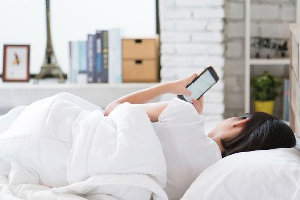 Maken sociale media tieners ongelukkig? Niet bewezen, zegt Brits onderzoek