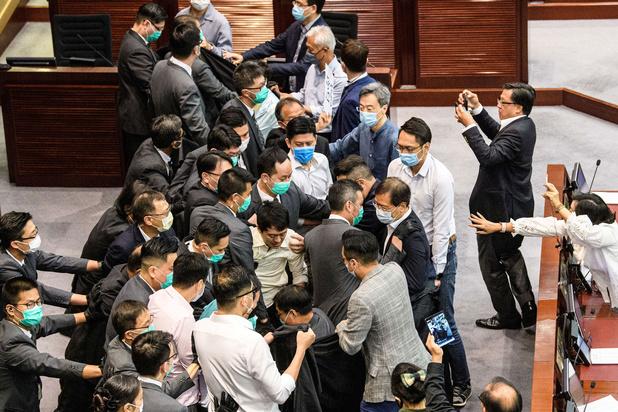 Parlementariërs in Hongkong opnieuw met elkaar op de vuist