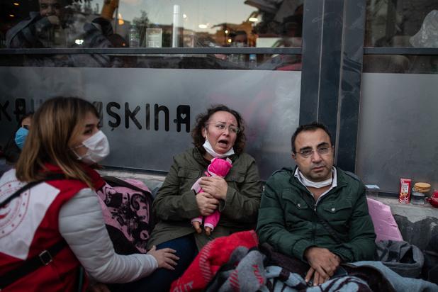 Aardbeving Izmir: hulpverleners redden ruim honderd mensen uit puin