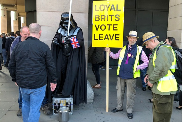 Brexit : à la recherche d'une solution alternative, les députés votent sur quatre options