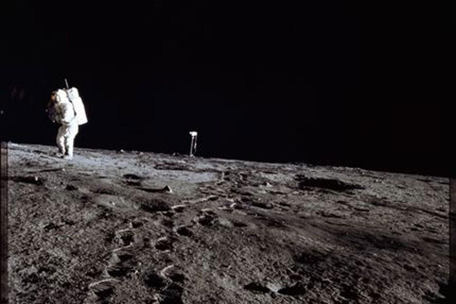 Van golfballetjes tot de Bijbel: dit liet de mens achter op de maan