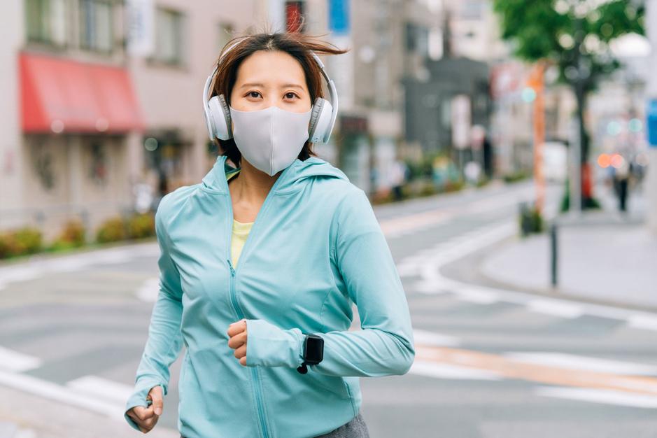 Een tweede leven voor het mondmasker? 'Luchtvervuiling vereist zelfde gedrevenheid als coronacrisis'