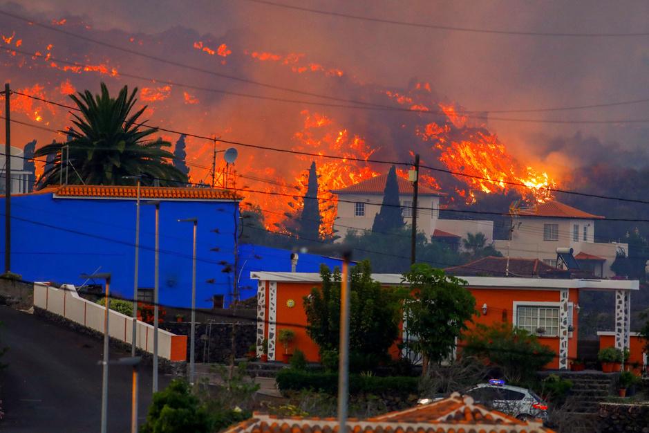 In beeld: vulkaan barst uit op Canarisch eiland La Palma