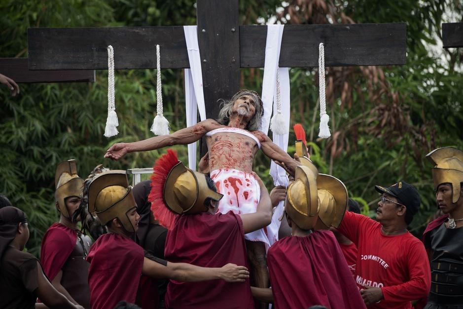 Vendredi saint, jour de crucifixion pour des jusqu'au-boutistes philippins (en images)