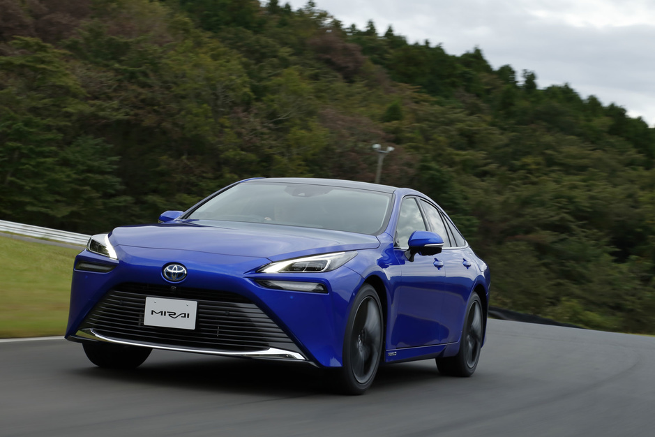 Toyota past strategie aan: elektrische aandrijving voor Europa, waterstof voor daarbuiten