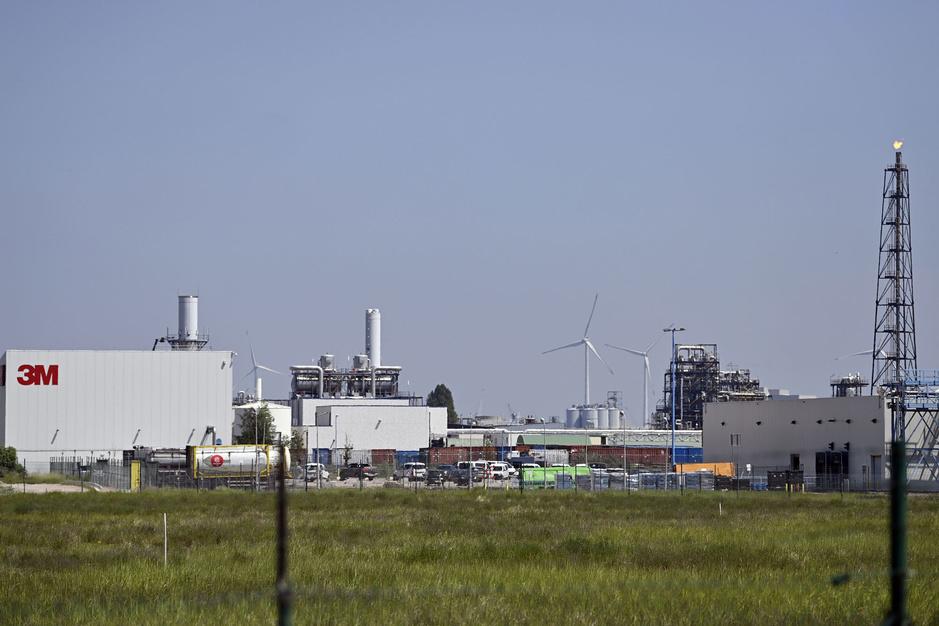Milieuschandaal Zwijndrecht: wat zijn PFAS-chemicaliën en hoe gevaarlijk zijn ze?