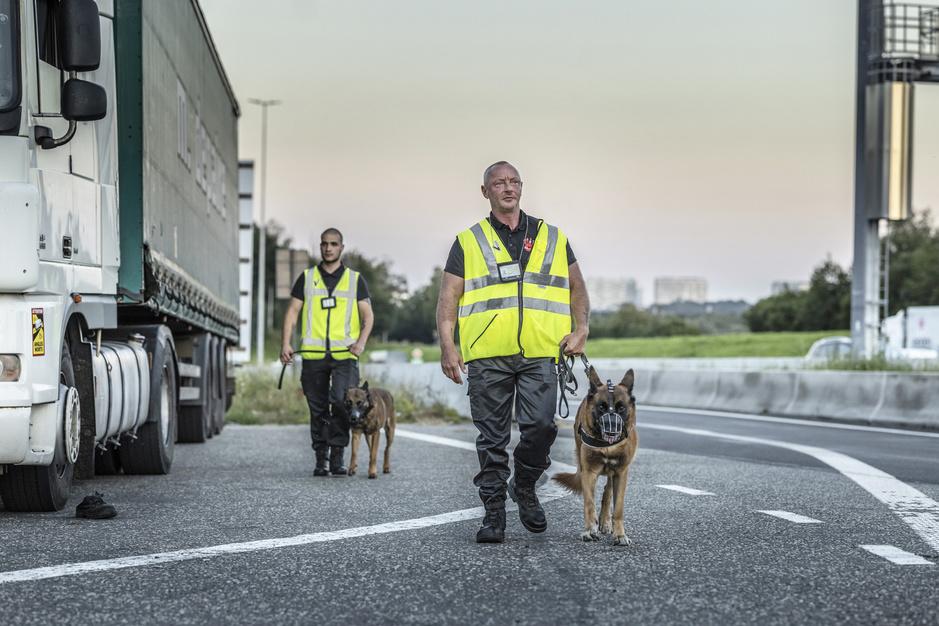 In beeld: op pad met bewakingsagenten in de strijd tegen transmigranten
