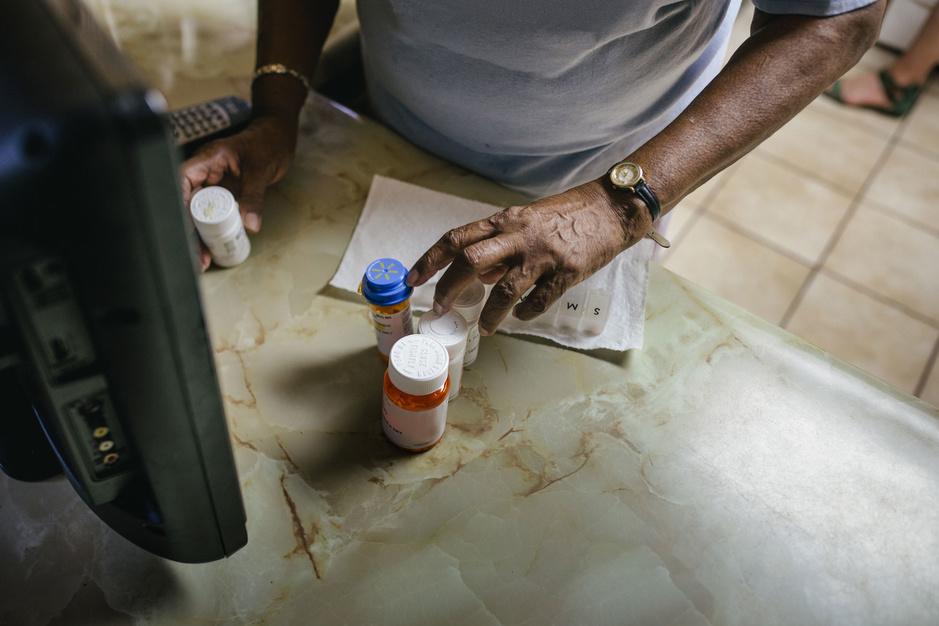Versnipperd zorgsysteem: 'Een oudere met meerdere chronisch problemen ziet gemiddeld 17 verschillende hulpverleners'