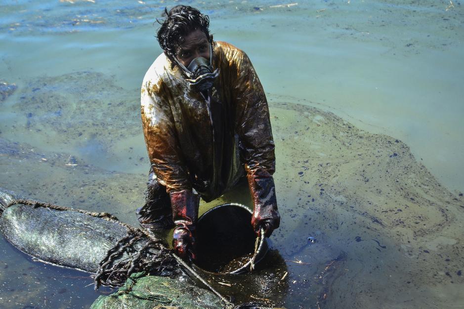 In beeld: ecologische ramp bedreigt paradijselijk Mauritius na olielek