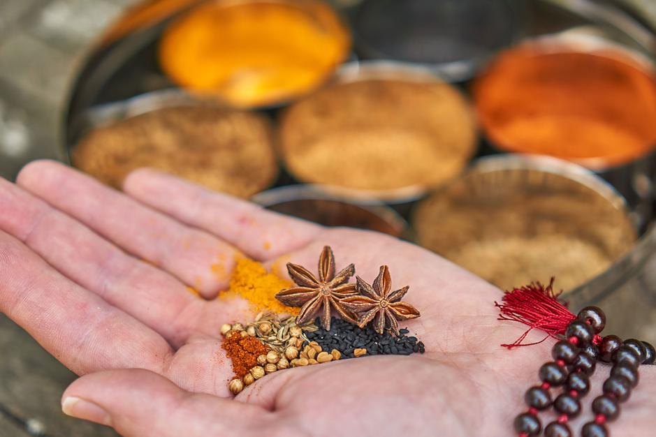 Na yoga en meditatie: omarmen we nu ook de ayurveda?