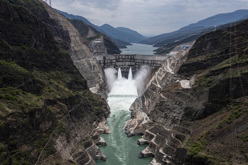 In beeld: China start op een na grootste waterkrachtcentrale ter wereld op