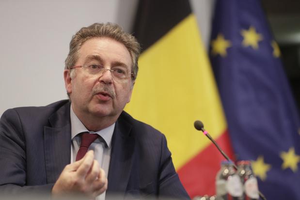 Covid: sauf le masque et l'alcool, Bruxelles s'aligne sur les consignes fédérales
