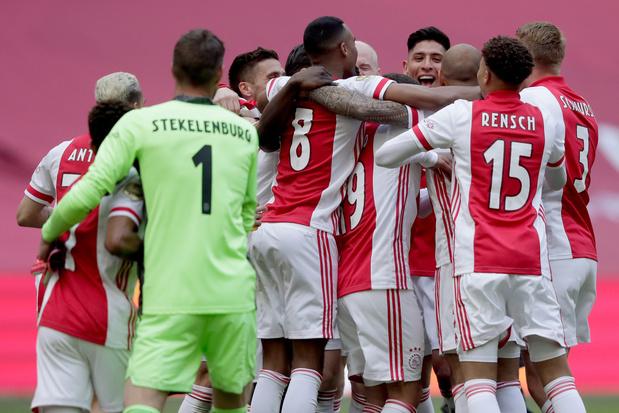 Ajax pakt Nederlandse titel na 4-0-zege tegen FC Emmen