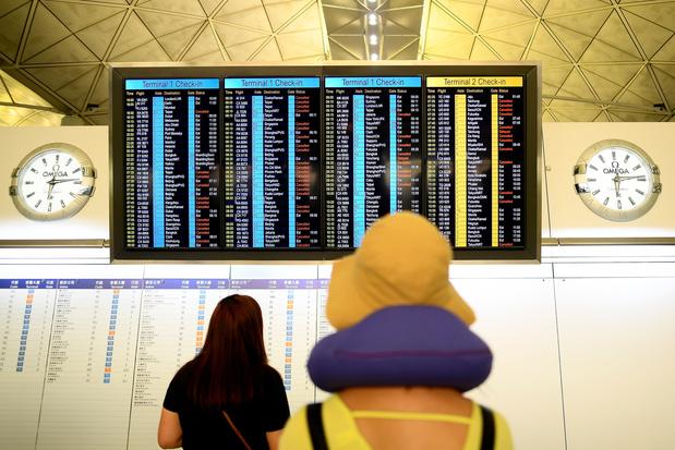 L'aéroport rouvert, les manifestants promettent de revenir