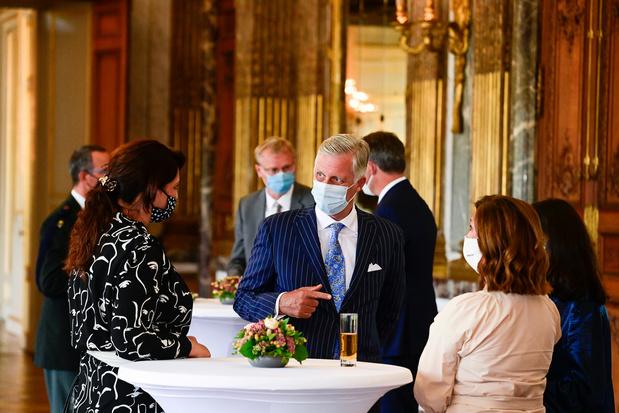 Le roi Philippe rend hommage aux héros de la crise ayant fourni des efforts exceptionnels