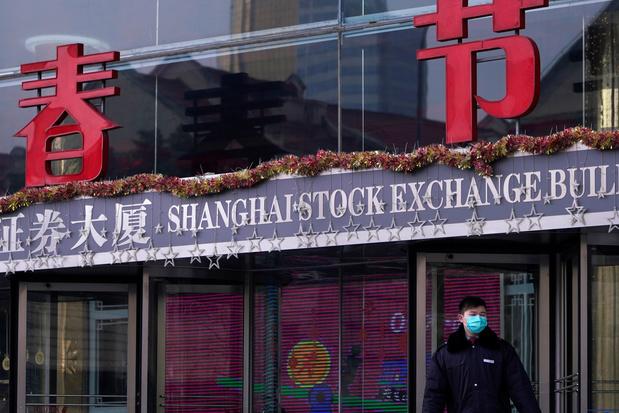 La Bourse de Shanghai clôture sur un plongeon de 7,72%, sa pire baisse en presque 5 ans