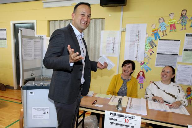 Irlande: les pro-UE en tête des élections européennes