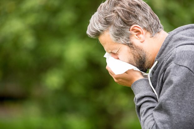 """Rhume, grippe ou coronavirus? Un tableau comparatif des symptômes et un """"coronacheck"""" pour le savoir"""