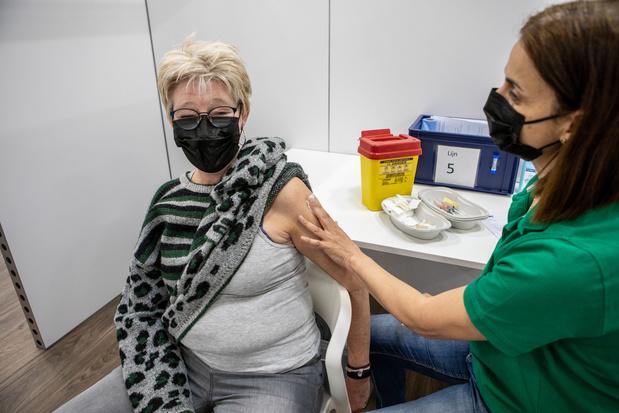 Met z'n allen naar het vaccinatiecentrum