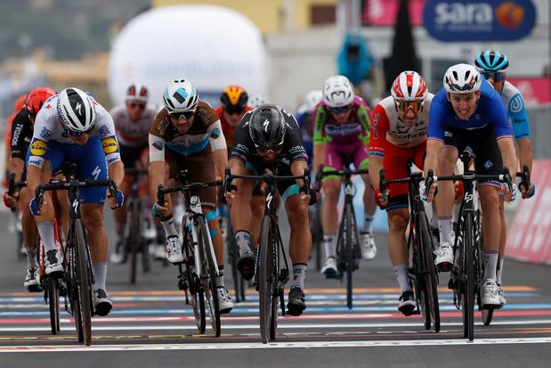 Arnaud Démare wint spannende eindsprint in vierde etappe Giro