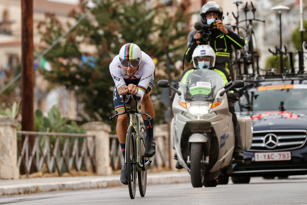 Giro: l'Italien Filippo Ganna premier maillot rose