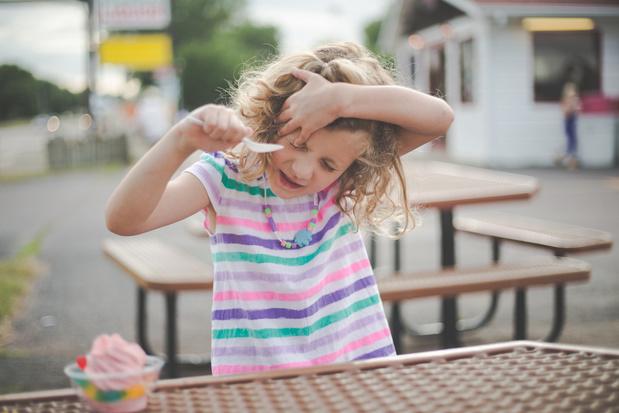 Pourquoi manger de la glace provoque-t-il une migraine foudroyante ?