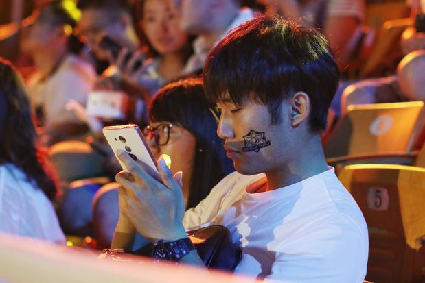 """Les ados chinois dépités par les restrictions anti-jeu vidéo: """"J'ai envie de pleurer"""""""