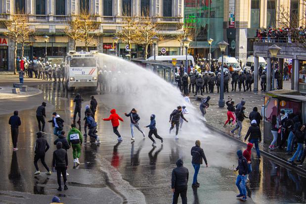 """""""Des jeunes, produit de notre société"""" ou des """"racailles"""": vif débat après les violences à Liège"""