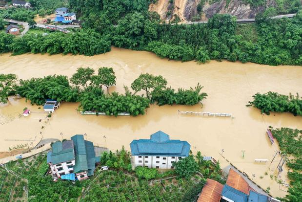 Tientallen doden en honderdduizenden geëvacueerd door overstromingen in China