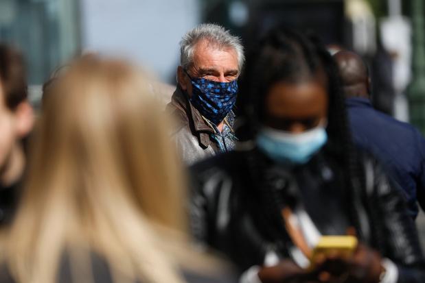"""Coronavirus: """"les jeunes ne sont pas immunisés, l'actualité vient de le rappeler"""", avertit Sophie Wilmès"""