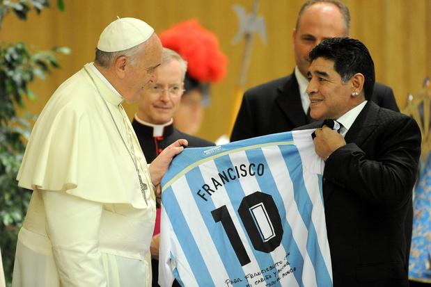 Paus Franciscus: 'Maradona was een poëet, maar ook heel kwetsbaar'