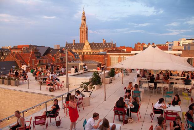 Leuvense M-museum tovert dakterras om tot culturele zoMerbar