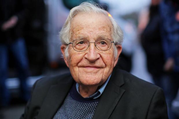 """Pour Noam Chomsky, les Etats-Unis """"courent au précipice"""""""