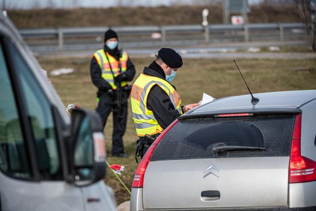L'Allemagne restreint les passages à la frontière française — Virus