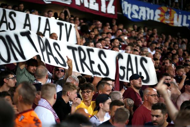 Metz-PSG interrompu pour une banderole jugée homophobe