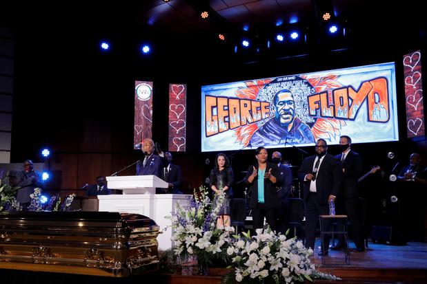 George Floyd zei meer dan twintig maal 'ik kan niet ademen' voor zijn dood