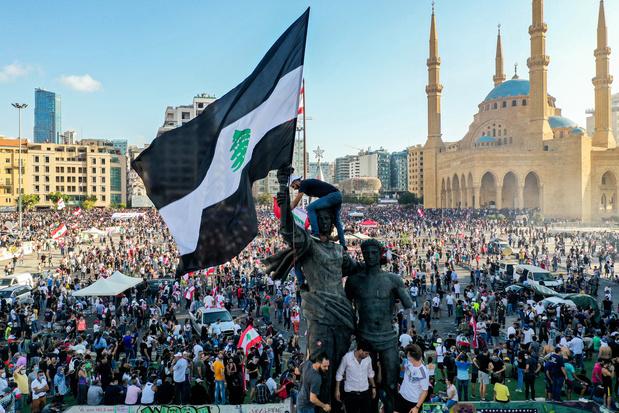 Libanese premier stelt vervroegde verkiezingen voor na explosie en betogingen
