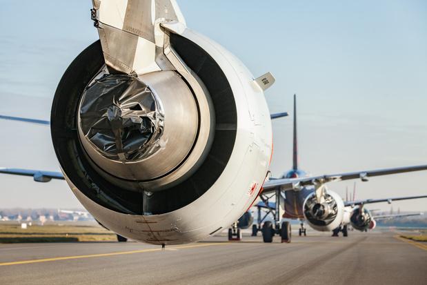 """Des compagnies aériennes """"violent de façon manifeste"""" les droits des passagers"""