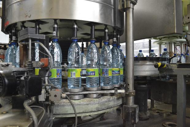 L'eau Valvert dans une bouteille 100% recyclée et recyclable, une première en Belgique