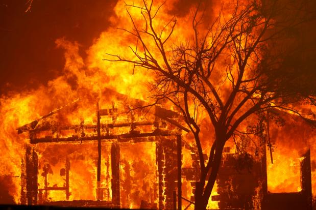 Brandweer boekt eerste resultaten bij blussen bosbranden in Californië
