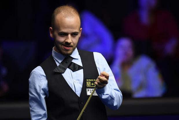 Luca Brecel op een zege van hoofdtabel op WK snooker