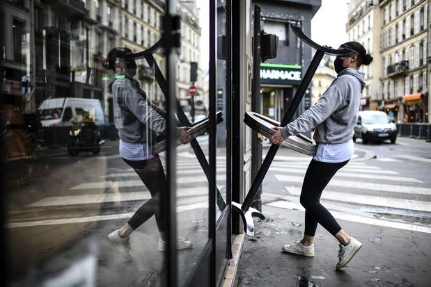 """La France entame son déconfinement: le retour à """"la vie, la vraie"""""""