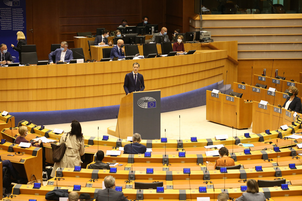 """Alexander De Croo a demandé la confiance: """"Notre pays doit éviter un nouveau confinement"""""""