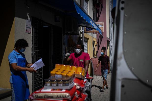 La gageure d'un reconfinement pour enrayer la contagion dans les banlieues de Lisbonne