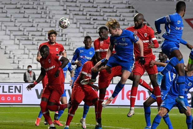 Antwerp sluit reguliere competitie af op tweede plaats na zege in extremis tegen Genk