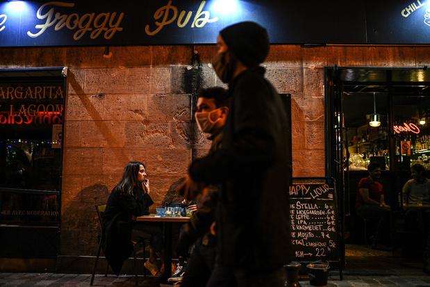 Paris: les bars fermés à partir de ce mardi