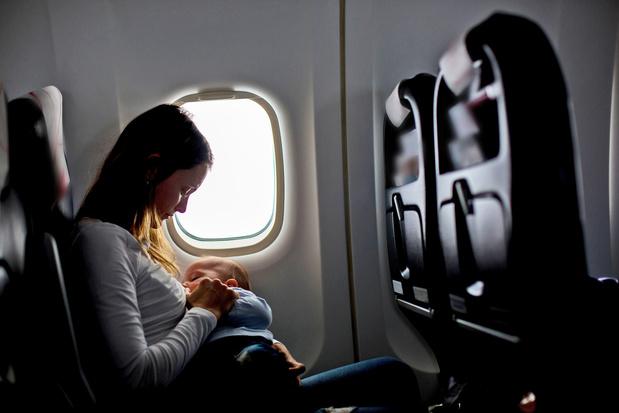 'Nee, KLM, ik heb geen toestemming nodig om borstvoeding te geven'