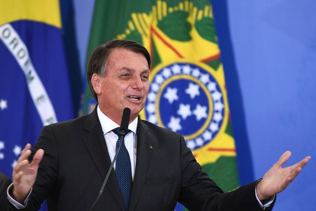 """Brésil: Lula fustige les """"décisions imbéciles"""" de Bolsonaro sur le Covid"""