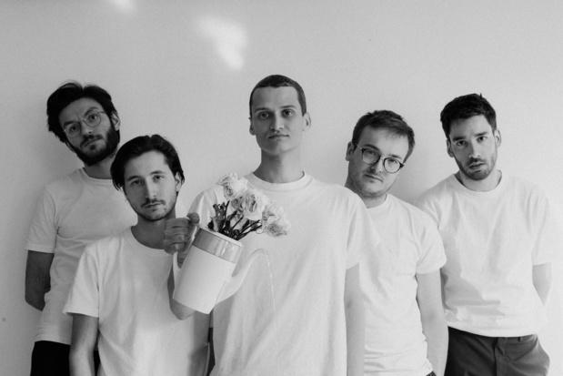 Première: Naamse band Glauque wentelt zich in weemoed op 'Vivre'